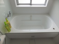 広々とした浴槽。